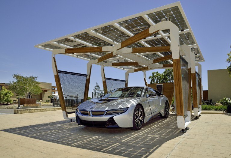 In Slow-to-Innovate Auto Industry, BMW Steps on Gas